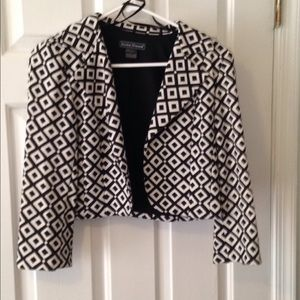Black and white pattern cropped blazer!